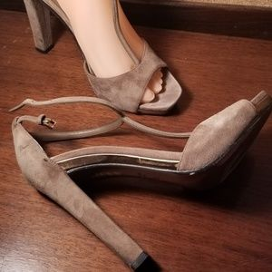 Gucci taupe suede T strap sandal